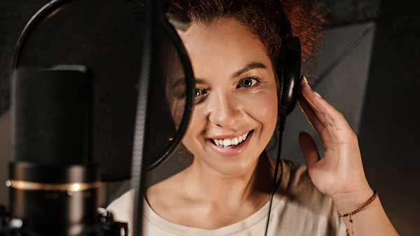A professional female voice actor and microphone.