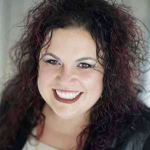 Headshot of Voice Coach Mindy Pack