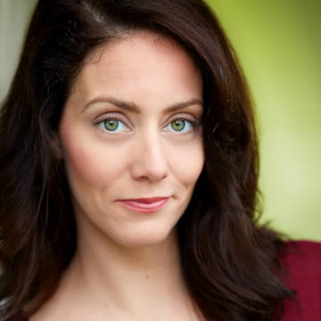 Katie O'Hagen -voice actor for Mia Winters