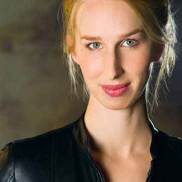 Maggie Robertson - voice actor for Lady Dimitrescu